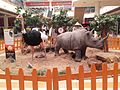 Un rino y un avestruz de plastico cc Plaza Imp Btá.jpg