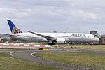 United Airlines (N27964) Boeing 787-9 Dreamliner departing Sydney Airport.jpg