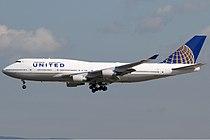 United Airlines Boeing 747-400 KvW.jpg