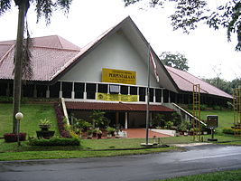 Universidad Indonesia Biblioteca.JPG