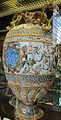 Urbino, bottega fontana, anfora a raffellesche con segni e ciorduli con cesare, e cesare che sottomette i menapi, 1565-75 ca 2.JPG