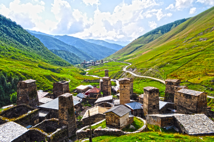 Svaneti defensive tower houses in Ushguli Ushguli towers in Svaneti, Georgia.png