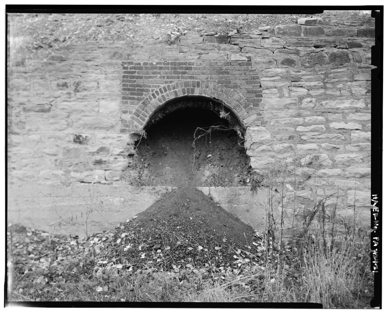 File VIEW OF A SINGLE BEEHIVE COKE OVEN THE USE OF BRICK