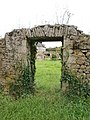 Valognes - Manoir du Quesnay, muraille.JPG