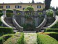 Villa schifanoia, giardino, scala a tenaglia.JPG