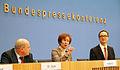 Vorstellung von Beate Klarsfeld in der Bundespressekonferenz (2012) 3.jpg