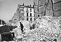 Warszawa. Prace rozbiórkowe przy zniszczonej kamienicy (2-199).jpg