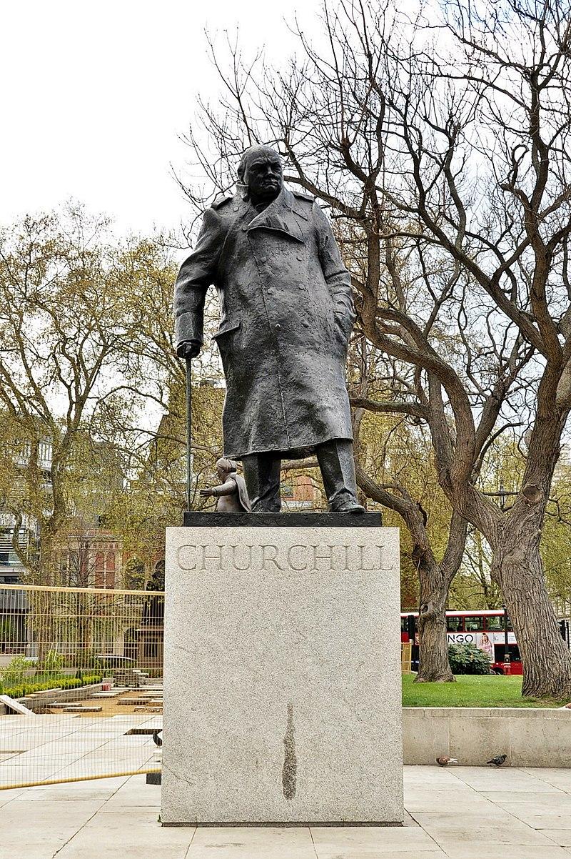 Winston Churchill statue, Parliament Square, London.JPG