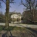 Zicht op buitenplaats gezien vanaf de straat - 's-Graveland - 20389669 - RCE.jpg