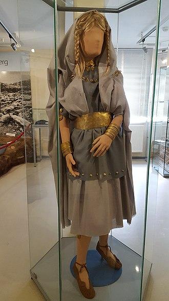 Tumulus culture - Image: Zuse Museum Huenfeld Maedchen von Molzbach Lebensbild 2017