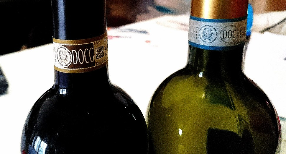 """15 - ITALY - DOCG and DOC wine mark"