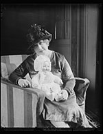 """Lady Edison"" with latest invention- an air baby doll that can be bathed. Miss Beulah Louise Henry, of North Carolina and a direct descendent of Patrick Henry, is often called the ""Lady LCCN2016888541.jpg"
