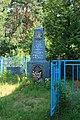 Братская могила воинов Советской Армии у церкви Святого Духа, Толбицкий погост.jpg