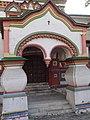 Крыльцо Церковь Николая Чудотворца на Берсеневке в Верх. Садовниках Москва 4.JPG