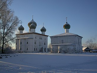 Kargopol - The Annunciation Church (left) and the St. Nicholas Church (right)