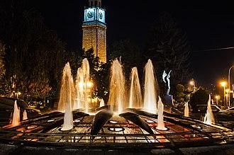 Clock Tower (Bitola) - Image: Саат кула и фонтана