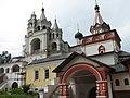 Слева колокольня с церковью Сергия Радонежского в г. Звенигород.jpg