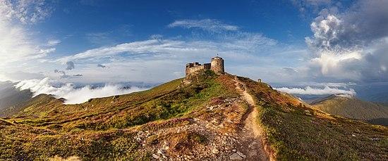 Стара обсерваторія Білий слон на горі Піп Іван Чорногорський.jpg