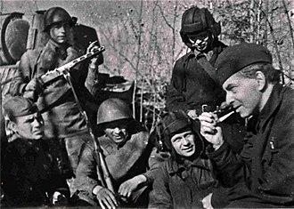Ilya Ehrenburg - Ilya Ehrenburg with Red Army soldiers in 1942