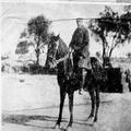 יוסף טרומפלדור רוכב על סוס בגאליפולי 1917?-PHZPR-1255977.png