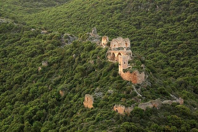 https://commons.wikimedia.org/wiki/File:מבצר_מונפורט_בזריחה.JPG