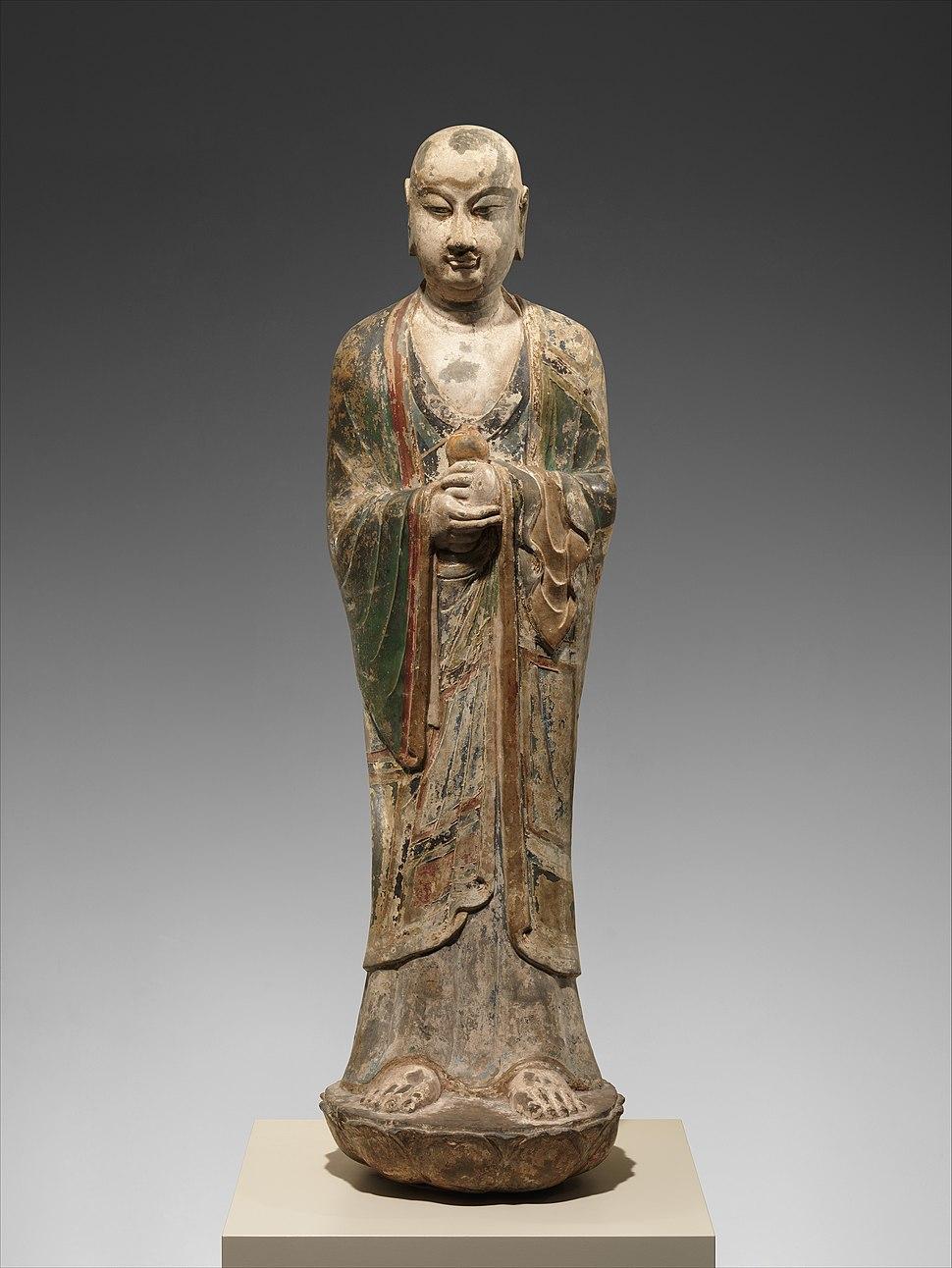 唐 彩繪石雕阿難陀像(石灰岩)-Monk, probably Ananda (Anantuo) MET DP170269