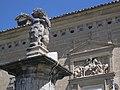 008 Hospital de Santiago, lleó amb l'escut dels Cobos.jpg