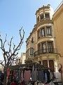 058 Ca la Massona, pg. Caputxins 10-12 (Valls), en dia de mercat.jpg
