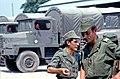 071 Caporal Chef ADL Pajot et Sgt ADL Deltreuil (Echelon) surveillant avec perplexité l'entrainement à la tronçoneuse Homelite. (4047719838).jpg