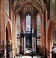 19870922135NR Malchin Johanniskirche zum Altar.jpg