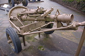 M1938 mortar - A 120-PM-38 on its two-wheeled limber