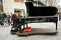 2014-12-06 Arne Schmitt am Konzertflügel, Ernst-August-Platz Hannover, (01).JPG