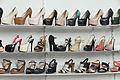 2014 Erywań, Damskie buty na wysokim obcasie na witrynie sklepowej.jpg