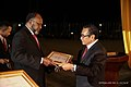 2019-08-30 Charlot Salwai bekommt für Vanuatu den Ordem de Timor-Leste von Francisco Guterres.jpg