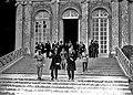 4-6-1920, signature de la Paix avec la Hongrie, départ des délégués hongrois (sur les marches du perron) - full.jpg