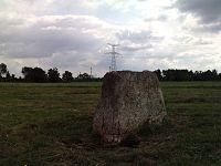 44 CORDEMAIS-Menhir du Marais de la Roche 2.JPG