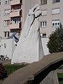 56-os emlékmű (Palotás József) és Október 23. tér 1, 2017 Dunaújváros.jpg