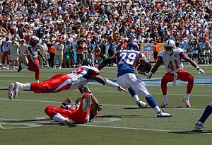 Adrian Peterson - Peterson splitting defenders in the 2008 Pro Bowl