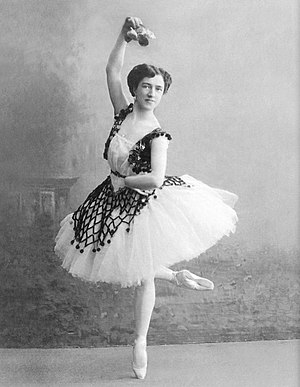 Agrippina Vaganova - Agrippina Vaganova in the pas de trois from Paquita. Saint Petersburg, circa 1910