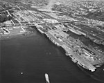 Aircraft carriers at Seattle in January 1947.jpg