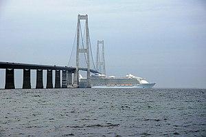 MS Allure of the Seas - Image: Allure of the Seas under the Storebaelts bridge