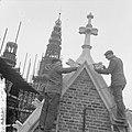Amsterdam Restauratie Oude of St Nicolaaskerk afwerken van voegwerk na plaats, Bestanddeelnr 912-3583.jpg