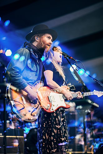 Angus & Julia Stone - Image: Angus & Julia Stone Edmonton 2015