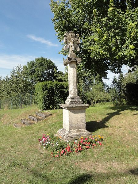 Aulnois-en-Perthois (Meuse) croix de chemin