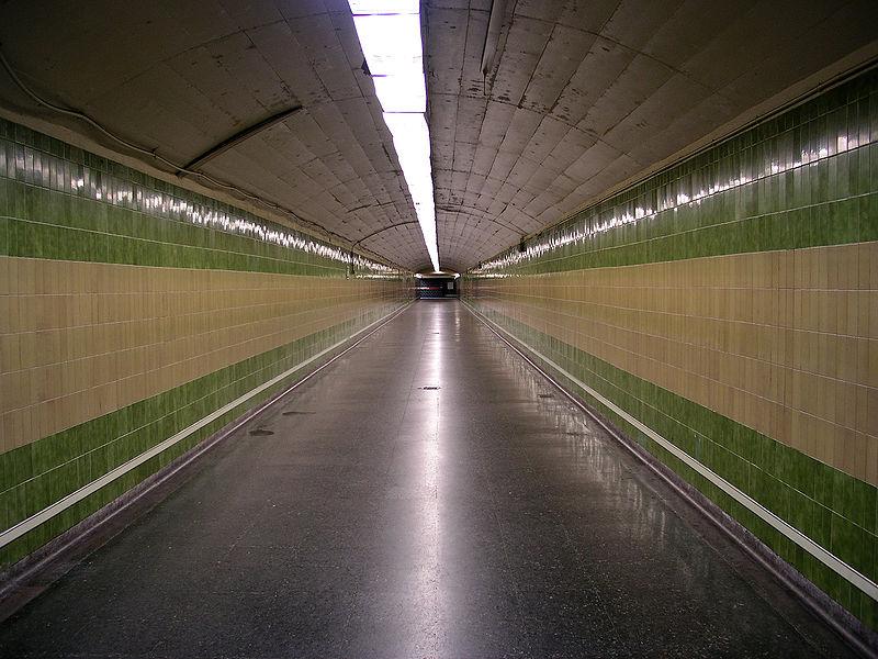 Archivo:Av De La Paz Metro Tunel.jpg