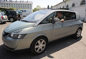 """Renault Avantime - The Renault Avantime offers a """"grand air"""" mode, where one button opens all windows and the sunroof."""