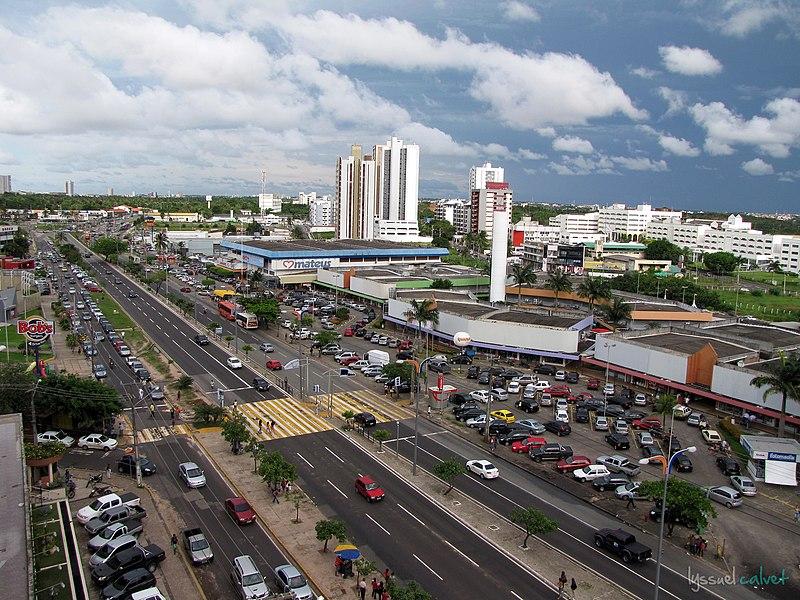 Ficheiro:Avenida Colares Moreira - São Luís.jpg