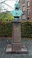 Büste Bonhoefferweg 3 (Mitte) Wilhelm Griesinger.jpg