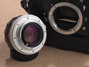 Lens mount - Female lens mount of an Minolta XD-7 with male mount of Minolta MC-Rokkor 58mm 1:1.4 lens