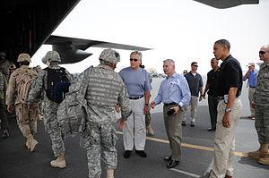 English: Servicemembers boarding a C-130 Hercu...